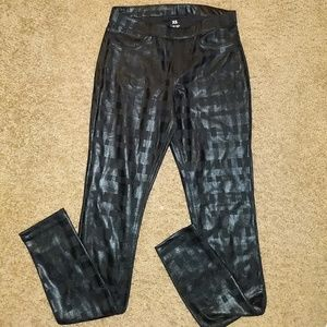 HUE, XS Jeggings with pattern. Never worn.